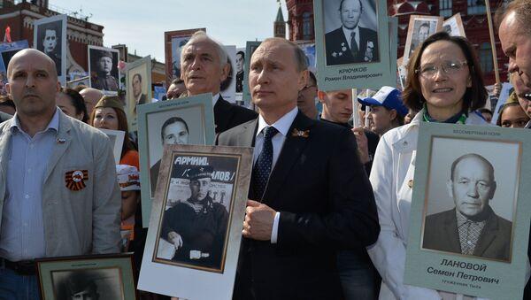 Russian President Vladimir Putin participates in march of Immortal Regiment in downtown Moscow - Sputnik International