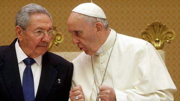 Cuban President Raul Castro and Pope Francis - Sputnik International