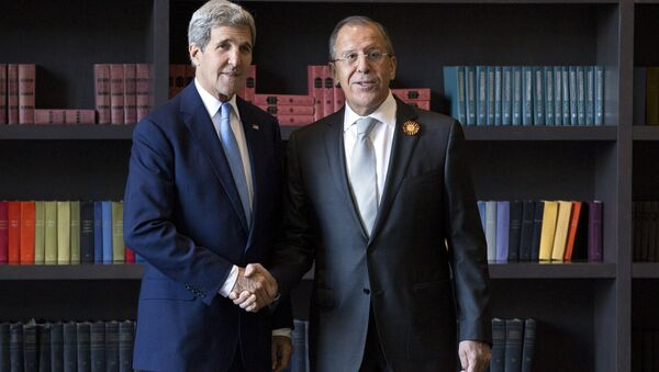 US Secretary of State John Kerry (L) shakes hands with Russian Foreign Secretary Sergey Lavrov before a bilateral meeting in Sochi, Russia - Sputnik International