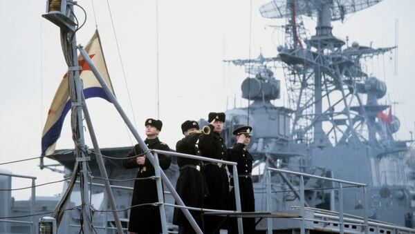 A ship of the Russian Navy Black Sea Fleet. Raising of the Russian Navy flag - Sputnik International