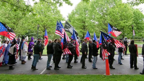 Members of the National Socialists Movement and the White Knights of the Klu Klux Klan begin a march to the Capitol in Frankfort, Ky - Sputnik International