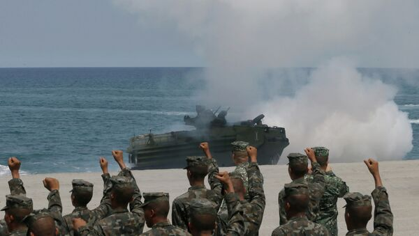 Philippine Marines cheer as a U.S. Navy AAV (Amphibious Assault Vehicle) storms the beach during a combined assault exercise near the contested reef in the South China Sea. - Sputnik International