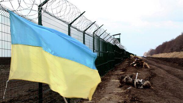 A Ukrainian national flag is attached to the fence on the Ukrainian-Russian border near Hoptivka, Kharkiv region, eastern Ukraine - Sputnik International