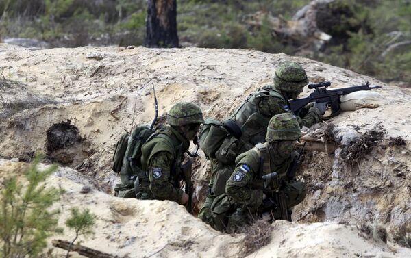 Estonian soldiers take part in NATO military exercise Hedgehog 2015 at the Tapa training range in Estonia May 12, 2015 - Sputnik International
