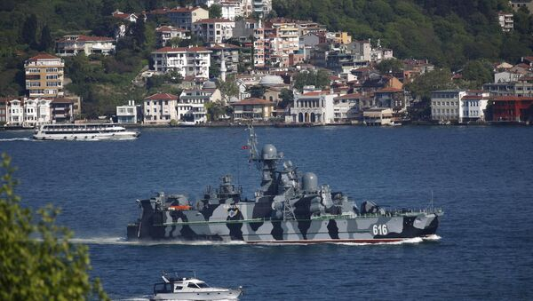 The Russian Navy guided missile corvette Samum sets sail in the Bosphorus, on its way to the Mediterranean Sea, in Istanbul, Turkey May 14, 2015 - Sputnik International
