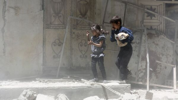 Children walk over rubble carrying a bag of bread after what activists said were airstrikes by warplanes loyal to Syria's President Bashar al-Assad in Erbeen, in the eastern Damascus suburb of Ghouta May 15, 2015 - Sputnik International