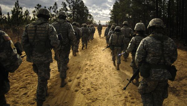 US Army recruits practice patrol tactics while marching during U.S. Army basic training at Fort Jackson - Sputnik International