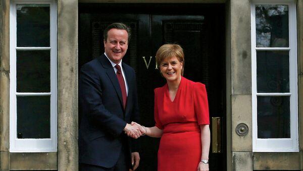 Scotland's First Minister Nicola Sturgeon (R), greets Britain's Prime Minister David Cameron, as he arrives for their meeting in Edinburgh, Scotland, Britain May 15, 2015 - Sputnik International