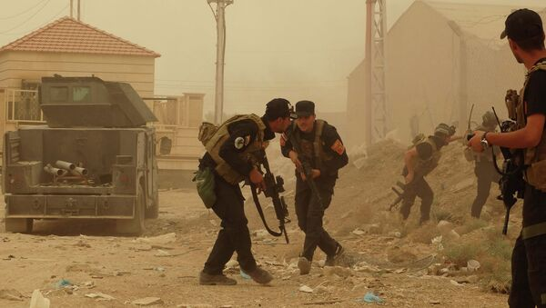 Security forces defend their headquarters against attacks by Islamic State extremists during sand storm in the eastern part of Ramadi, the capital of Anbar province, 115 kilometers (70 miles) west of Baghdad, Iraq, Thursday, May 14, 2015 - Sputnik International