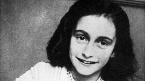 A picture released in 1959 shows a portrait of Anne Frank who died of typhus in the Bergen-Belsen concentration camp in May 1945 at the age of 15 - Sputnik International