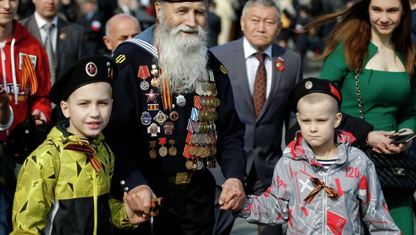 Georgy Shirokov, 91, a Russian veteran of WWII and former sailor of the Baltic Fleet walks in Red Square before the Victory Parade, celebrating 70 years after WWII, in Moscow, Russia, Saturday, May 9, 2015 - Sputnik International