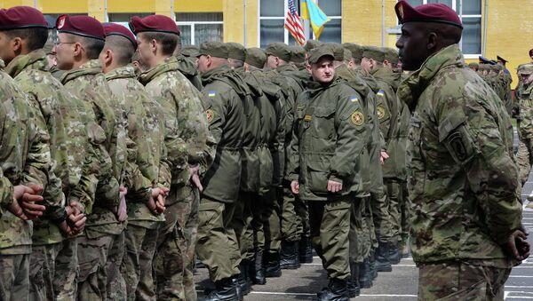US and Ukrainian soldiers - Sputnik International