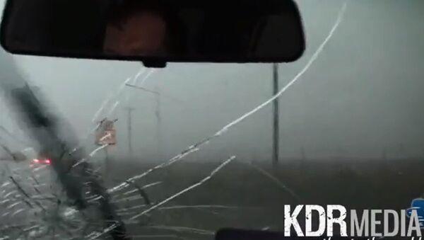 Violent Tornado Hail Destroys Car - Sputnik International