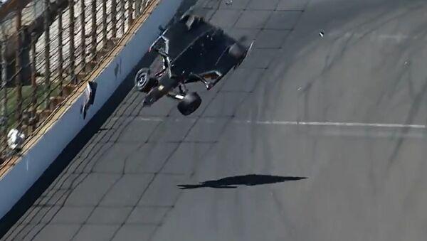 Car Flips Backwards Over Race Track - Sputnik International