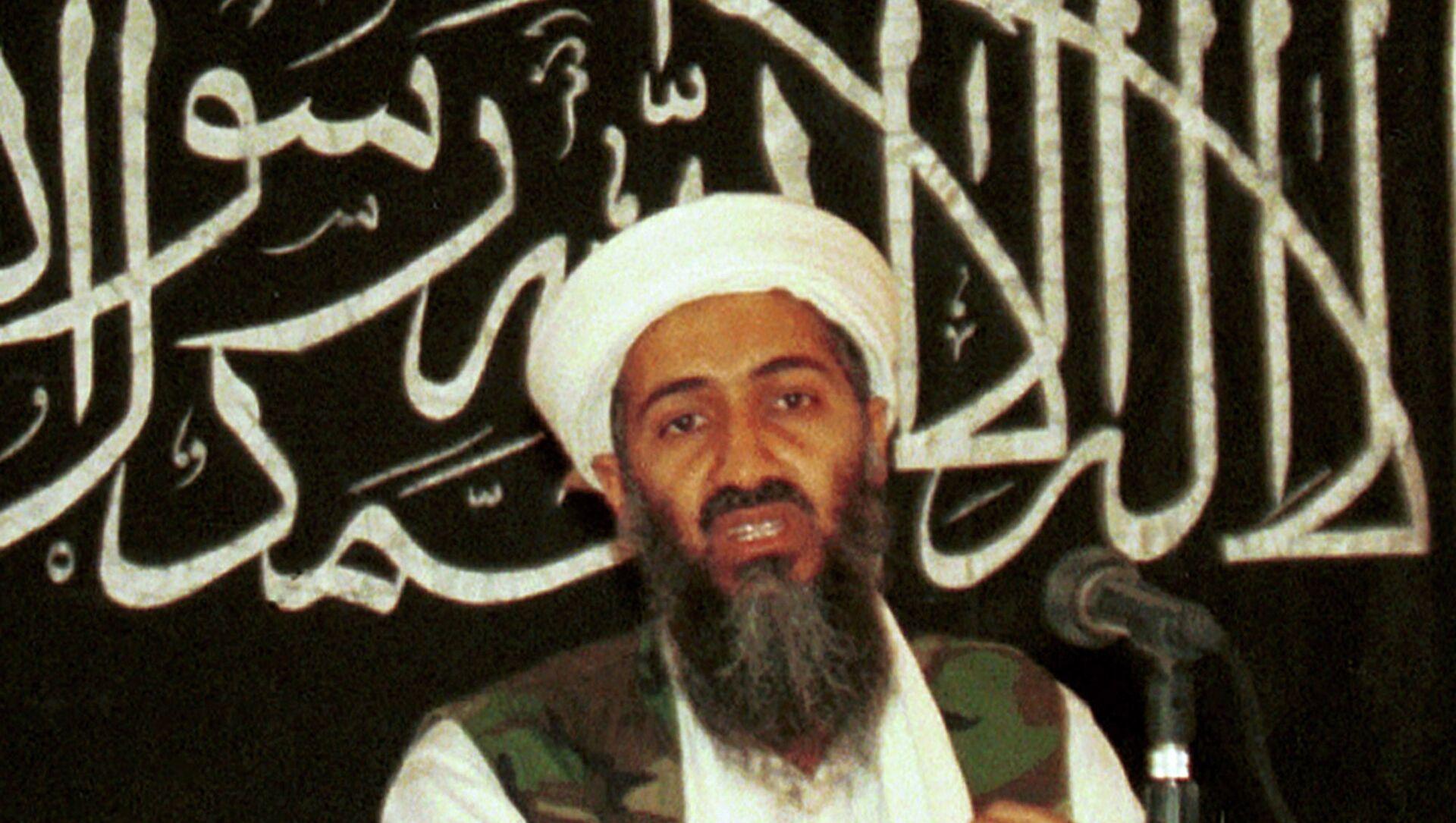 Osama bin Laden in 1998 file photo from his hideout in Afghanistan. - Sputnik International, 1920, 31.07.2021