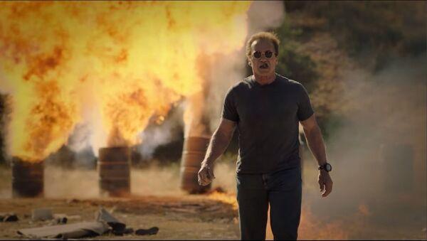 Arnold Schwarzenegger's Guide to Blowing Sh*t Up - Sputnik International