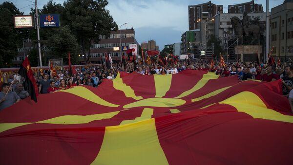 Supporters of the ruling VMRO-DPMNE party and Prime Minister Nikola Gruevski - Sputnik International