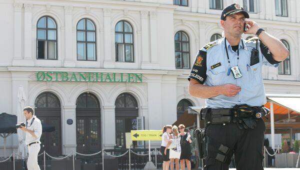 Armed police patrol at the Central railway station in Oslo - Sputnik International