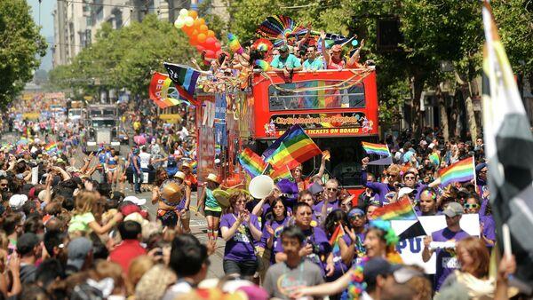 Revelers fill Market Street during San Francisco's 43rd annual Gay Pride parade on Sunday, June 30, 2013 - Sputnik International