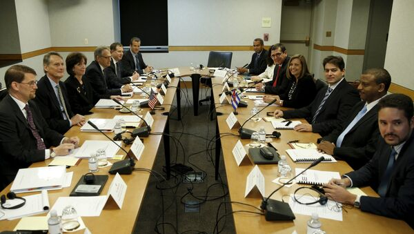 Assistant US Secretary of State for Western Hemisphere Affairs Roberta Jacobson (3rd L) and Josefina Vidal (4th R), director general of the US division of the Cuban foreign ministry, sit with their delegations at the fourth round of closed talks to re-establish diplomatic relations between the United States and Cuba at the State Department in Washington May 21, 2015 - Sputnik International
