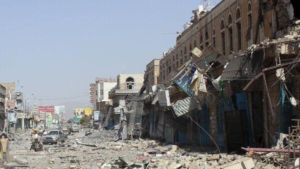 Damage is seen following a Saudi-led air strike in Yemen's northwestern city of Saada May 22, 2015 - Sputnik International