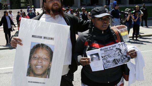 Alfredo Williams, left, and Renee Robinson, cousins of Malissa Williams who is one of the victims, protests outside the courthouse after the Michael Brelo verdict Saturday, May 23, 2015, in Cleveland. Brelo, 31, a police officer charged in the shooting deaths of two unarmed suspects, Williams and Timothy Russell, during a 137-shot barrage of gunfire, was acquitted, Saturday, May 23, 2015. - Sputnik International