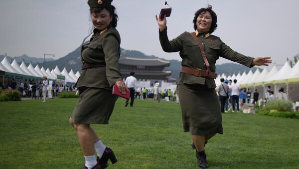 North Korean defectors wearing North Korean military uniforms dance in Gwanghwamun square during a 'unification expo' in central Seoul on May 29, 2015 - Sputnik International