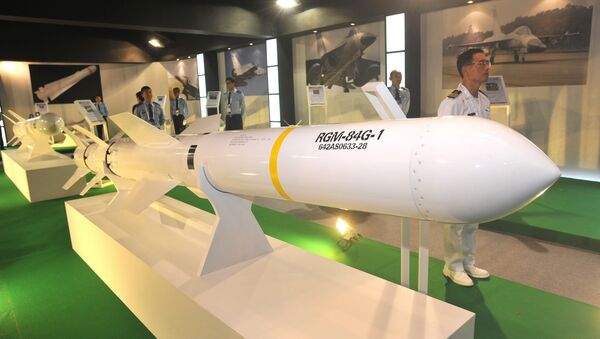 A US-made Harpoon ship-to-ship missile is displayed at the Taipei World Trade Centre - Sputnik International