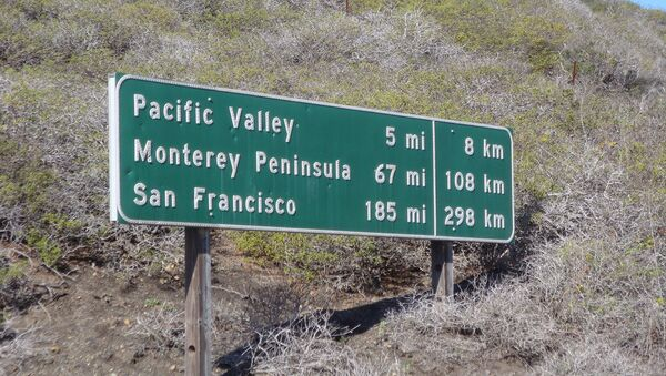 Somewhere in the middle of nowhere, along PCH, they are converting Americans to the Metric system - Sputnik International