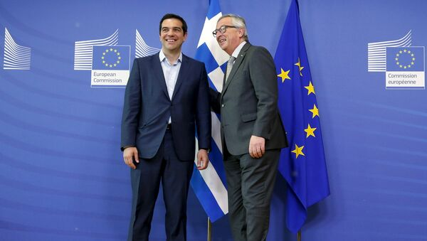 Greek Prime Minister Alexis Tsipras (L) poses with European Commission President Jean-Claude Juncker ahead of a meeting at the EU Commission headquarters in Brussels, Belgium, June 3, 2015 - Sputnik International