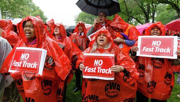 Demonstrators rally for fair trade at the Capitol in Washington, DC. - Sputnik International