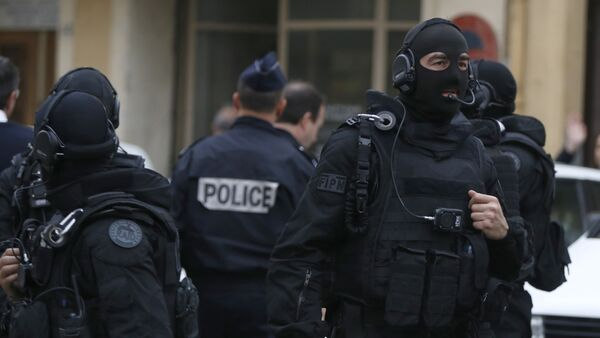 French RAID (Research, Assistance, Intervention, Deterrence) police gather near the site in Nice, south-eastern France, on April 27, 2015 - Sputnik International