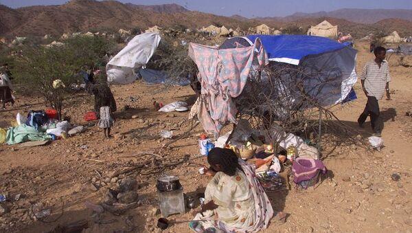 Internally displaced Eritreans sit outside their makeshift shelters at a camp in Dadu, Eritrea. - Sputnik International