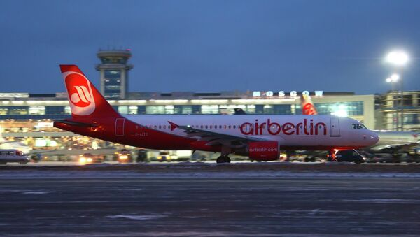 Airbus A-320 of the German Air Berlin airline at Domodedovo Airport - Sputnik International
