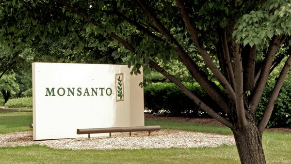 A complex merger designed to lower their tax payments could see US agrochemical giant Monsanto merge with its Swiss rival, Syngenta, to create an entity based in the UK. - Sputnik International