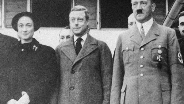 The Duke and Duchess of Windsor, left, are shown as they visited Adolf Hitler at his home in Berchtesgaden, Germany, on their tour of that country, Oct. 1937. - Sputnik International