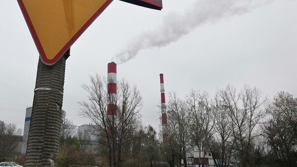 Smoke rises from a heat and power plant in Warsaw, Poland, on Thursday, 23 October 2014. - Sputnik International