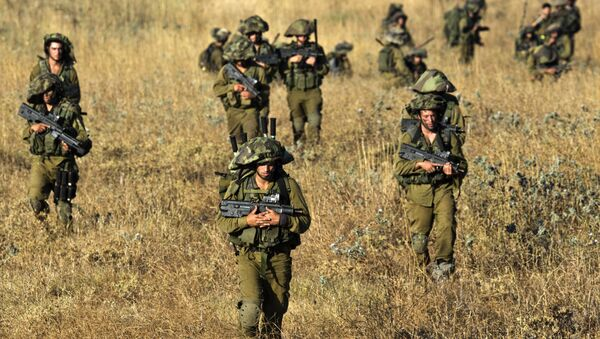 Israeli soldiers from the Golani Brigade take part in a military exercise in the Israeli-annexed Golan Heights near the border with Syria on June 26, 2013 - Sputnik International
