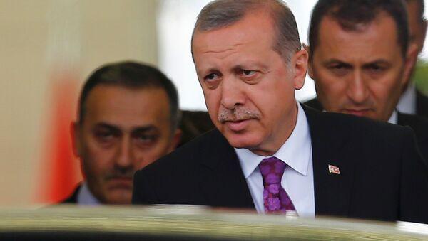 Turkish President Tayyip Erdogan (C) looks on after arriving at Esenboga Airport, in Ankara, Turkey, June 8, 2015 - Sputnik International