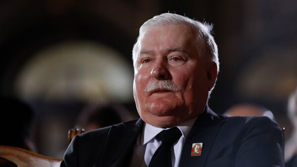 Former Polish President Lech Walesa attends the state funeral of the former German President Richard von Weizsaecker at Berlin Cathedral, the protestant church of Berlin on February 11, 2015 - Sputnik International