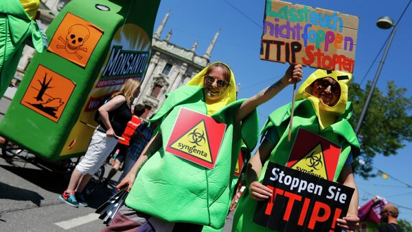 Demonstrators demand to stop the TTIP negotiations during a protest against the upcoming G-7 in Munich, southern Germany, Thursday, June 4, 2015 - Sputnik International