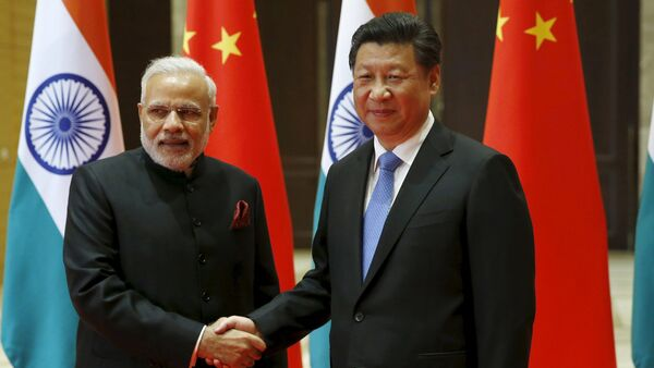 Indian Prime Minister Narendra Modi (L) and Chinese President Xi Jinping shake hands before they hold a meeting in Xian, Shaanxi province, China, May 14, 2015 - Sputnik International