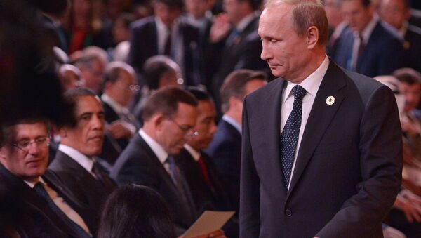 Russia's President Vladimir Putin (R) arrives as (L-R) Canada's Prime Minister Stephen Harper and US President Barack Obama look on during the G20 Summit welcome country ceremony at the Brisbane Convention and Exhibition Center on November 15, 2014 in Brisbane - Sputnik International