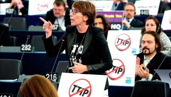Debate and vote on TTIP postponed in the European Parliament - Sputnik International
