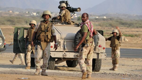 Saudi soldiers standing near the Yemeni border. - Sputnik International