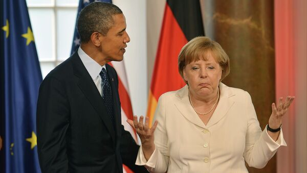 German Chancellor Angela Merkel gestures next to US President Barack Obama - Sputnik International
