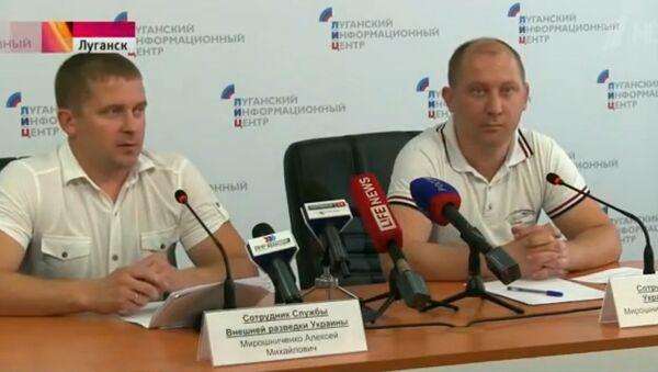 Miroshnichenko brothers at their press conference in Lugansk on Monday - Sputnik International