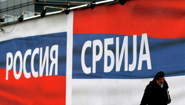 A man passes by a billboards reading 'Russia' , left and 'Serbia' in Belgrade, Serbia. - Sputnik International