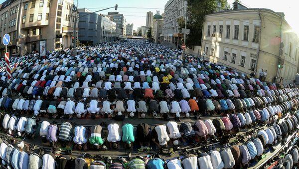 Moscow Muslims celebrate Uraza Bayram - Sputnik International