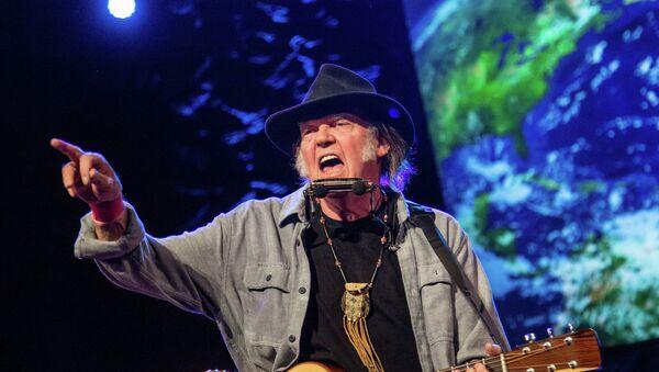 Neil Young to Trump: Don't You Dare Play My Music, I'm Backing Bernie! - Sputnik International